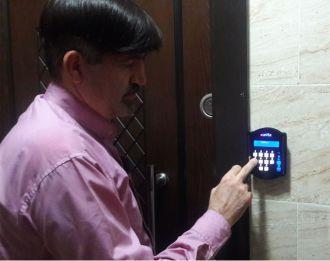 قفل دیجیتال کلیتک نصب شده روی درب ضد سرقت