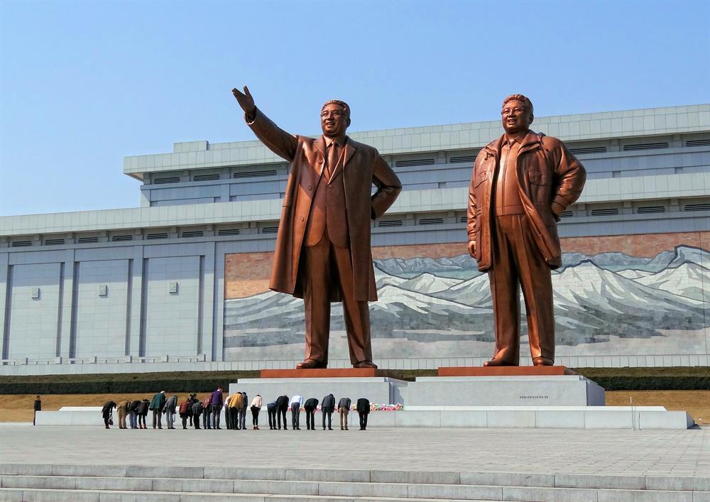 تصویری از بنای یادبود و مقدس مانسو هیل گرند برای ساکنین کره شمالی