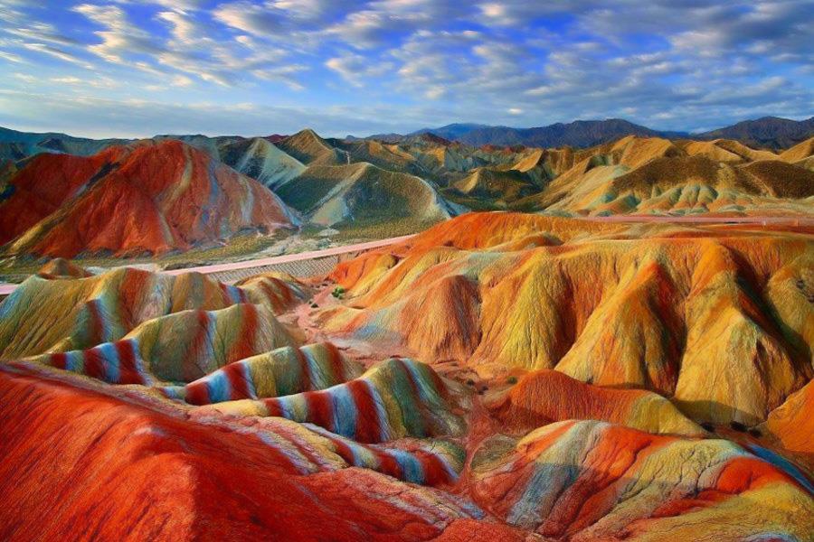 خاک های رنگی جزیره هرمز یا جزیره رنگین کمان
