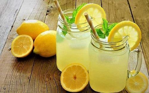 از بین بردن لکه از لباس با لیمو