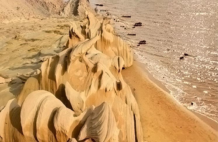 ساحل و صخره های زیبای مکسر
