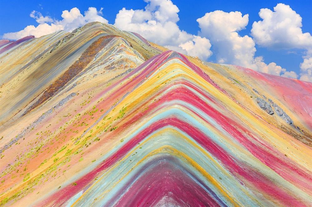 سفر به کوه های رنگین کمانی ایران