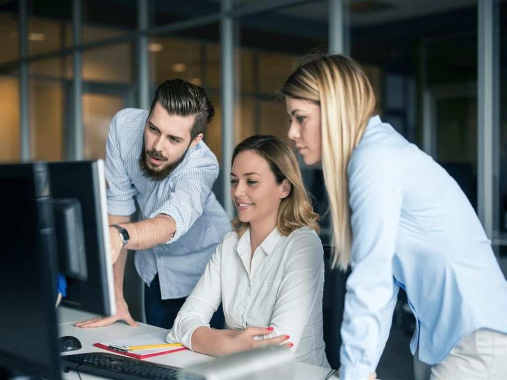 برخورد با همکاران زن