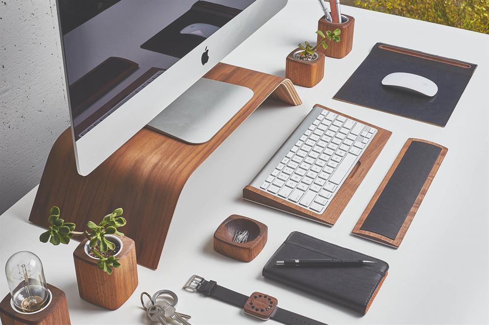 میز طراحی یک دیزاینر حرفهای و منظم :)