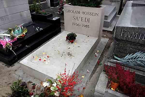 آرامگاه غلامحسین ساعدی در قطعهٔ ۸۵ قبرستان پرلاشز پاریس