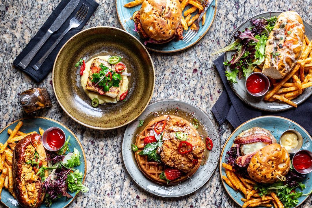 غذای متنوع و خوشمزه در رستوران
