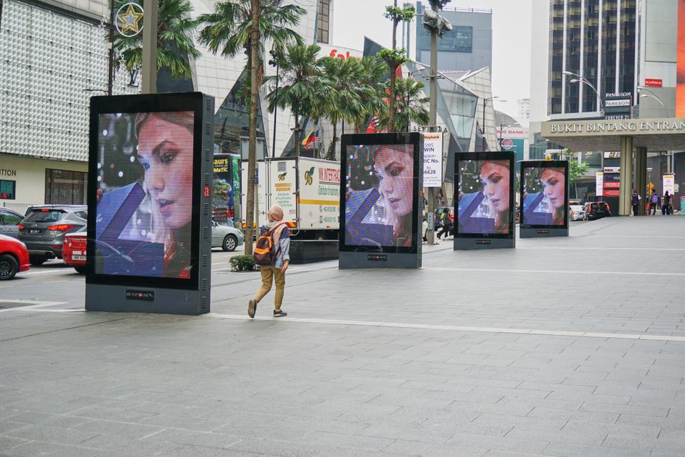 تبلیغ از طریق تابلوهای دیجیتال