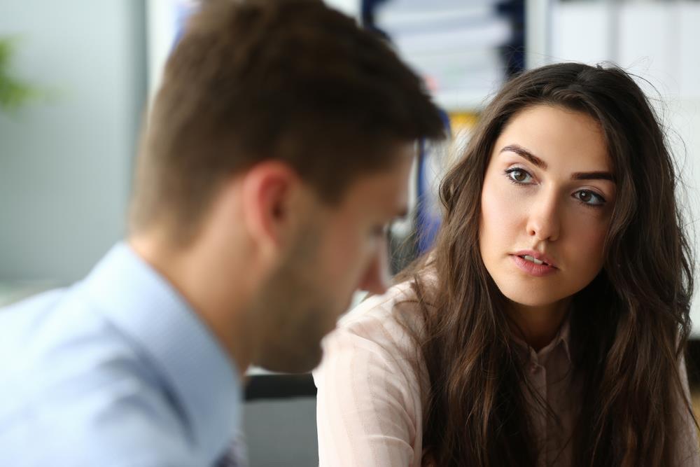 با دقت به پاسخ های مشتری گوش دادن