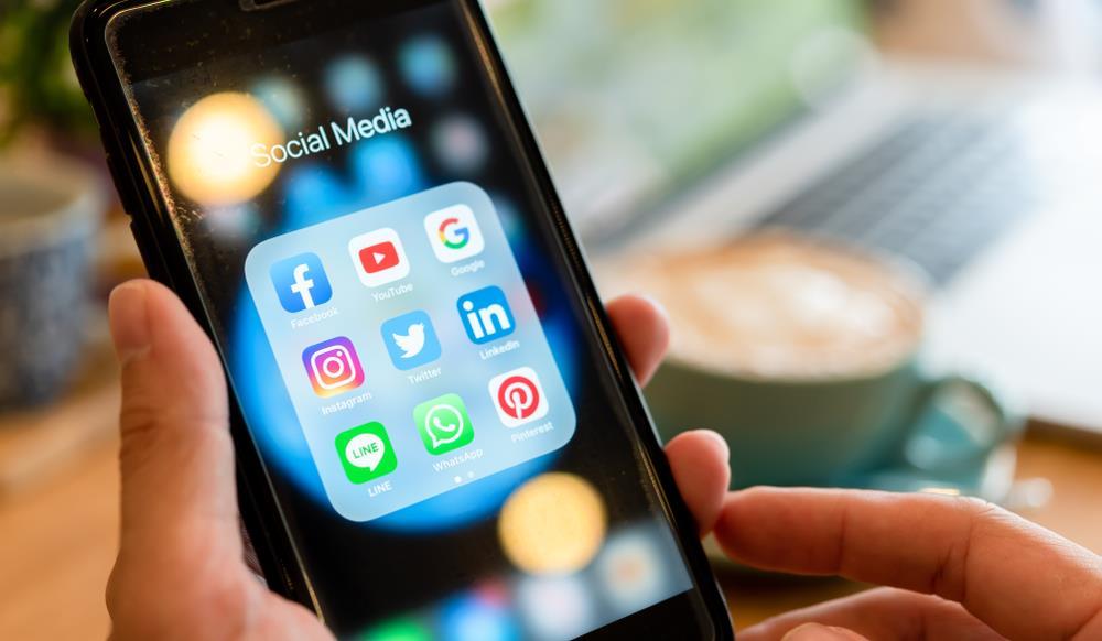 فعالیت در رسانه های اجتماعی